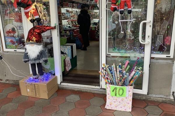 За день до Нового года: почем елки и украшения на Новом рынке фото 5