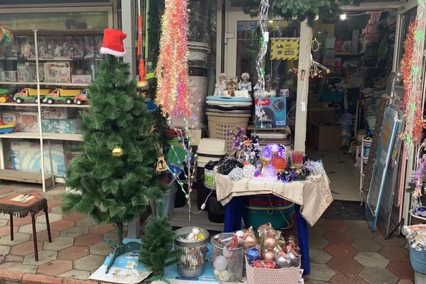 За день до Нового года: почем елки и украшения на Новом рынке фото 16