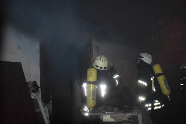 Не успели спасти: на пожаре в Аркадии погиб мужчина фото 4