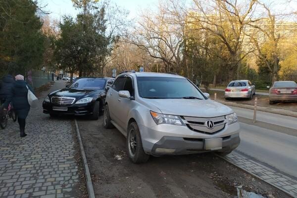 Я паркуюсь как: свежая фотоподборка наглых водителей в Одессе фото 3