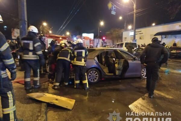На Молдаванке столкнулись пять автомобилей: один из водителей сгорел заживо фото
