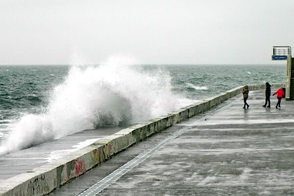 Терапия морем: смотрите, как штормит на одесских пляжах  фото 2