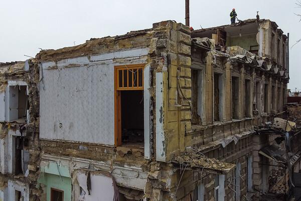 На Торговой разбирают доходный дом Бенетато: соседние постройки в опасности фото