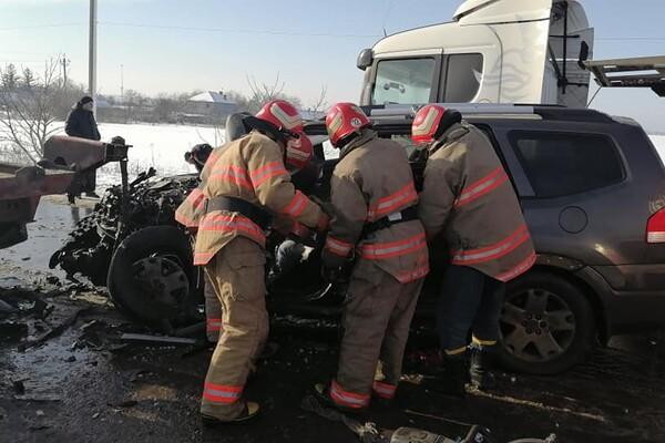 Еще одно столкновение с фурой: под Одессой мужчину вырезали из авто фото
