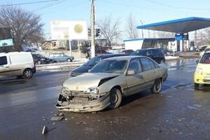 Решил не уступать дорогу: в Одессе Opel врезался в машину скорой помощи фото 1