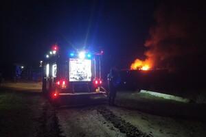 Пожарные машины застревали в грязи: под Одессой не могли потушить базу отдыха фото 2