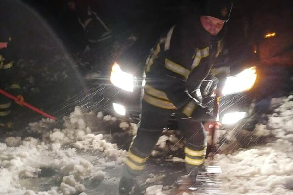 Люди ночевали в холодных машинах: какая ситуация на дорогах Одесской области фото