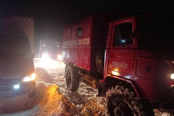 Люди ночевали в холодных машинах: какая ситуация на дорогах Одесской области фото 12