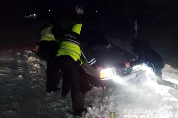 Люди ночевали в холодных машинах: какая ситуация на дорогах Одесской области фото 15