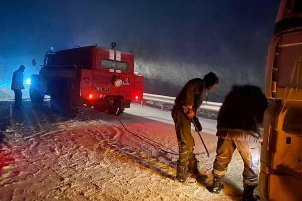 Люди ночевали в холодных машинах: какая ситуация на дорогах Одесской области фото 17