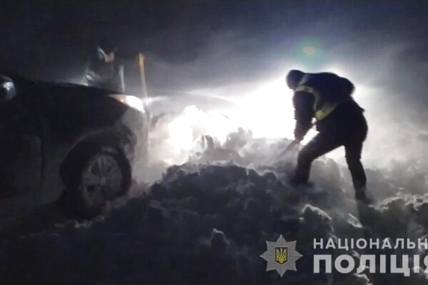 Люди ночевали в холодных машинах: какая ситуация на дорогах Одесской области фото 18