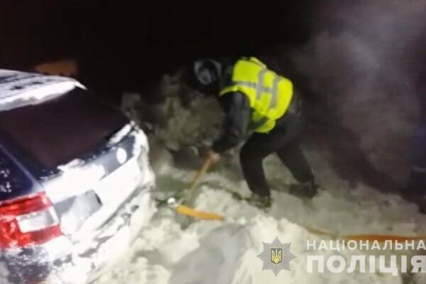 Люди ночевали в холодных машинах: какая ситуация на дорогах Одесской области фото 19