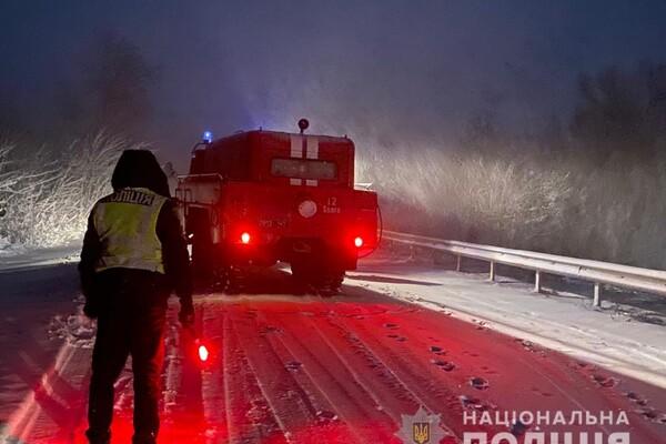Люди ночевали в холодных машинах: какая ситуация на дорогах Одесской области фото 21