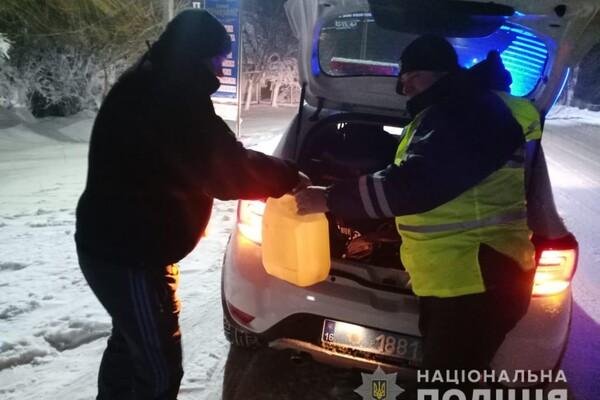 Люди ночевали в холодных машинах: какая ситуация на дорогах Одесской области фото 22