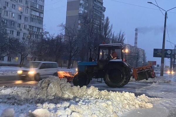 Снежная стихия: как одесские коммунальщики работают вторые сутки фото