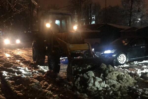 Снежная стихия: как одесские коммунальщики работают вторые сутки фото 1