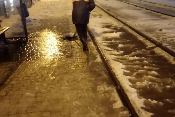 Снежная стихия: как одесские коммунальщики работают вторые сутки фото 2