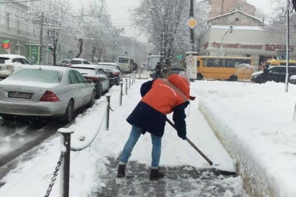 Снежная стихия: как одесские коммунальщики работают вторые сутки фото 3