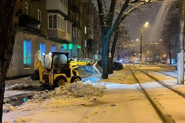 Снежная стихия: как одесские коммунальщики работают вторые сутки фото 6