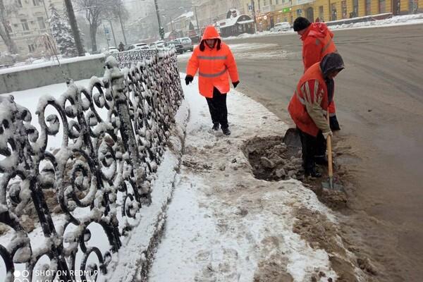 Снежная стихия: как одесские коммунальщики работают вторые сутки фото 7