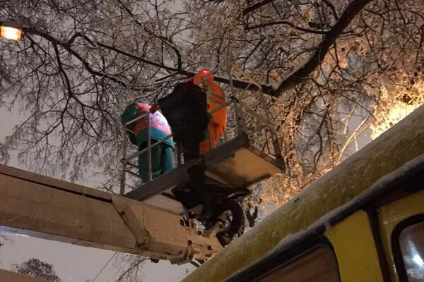 Снежная стихия: как одесские коммунальщики работают вторые сутки фото 11