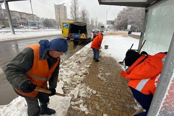 Снежная стихия: как одесские коммунальщики работают вторые сутки фото 12