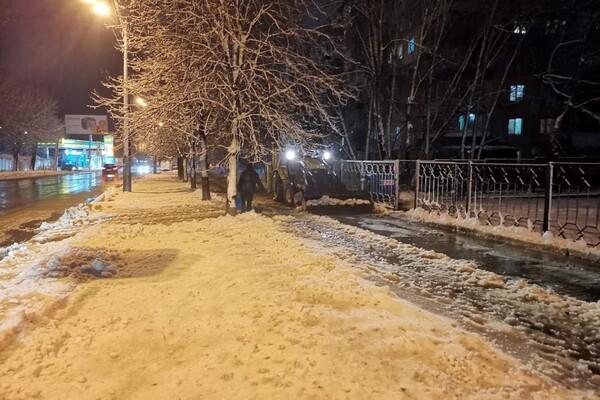 Снежная стихия: как одесские коммунальщики работают вторые сутки фото 16