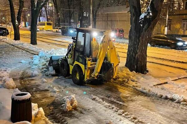 Снежная стихия: как одесские коммунальщики работают вторые сутки фото 18