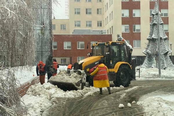 Снежная стихия: как одесские коммунальщики работают вторые сутки фото 19