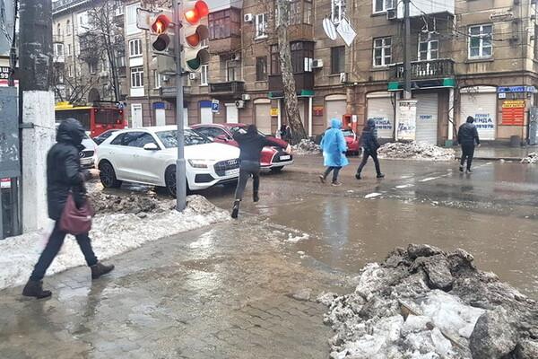 Почти как в Венеции: дождь и тающий снег затопили улицы Одессы фото