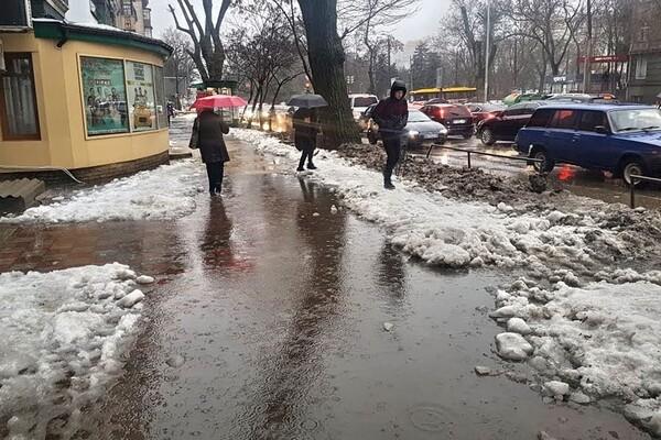 Почти как в Венеции: дождь и тающий снег затопили улицы Одессы фото 2