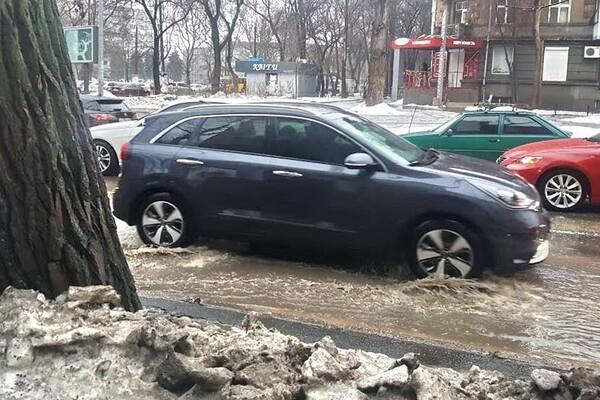 Почти как в Венеции: дождь и тающий снег затопили улицы Одессы фото 3