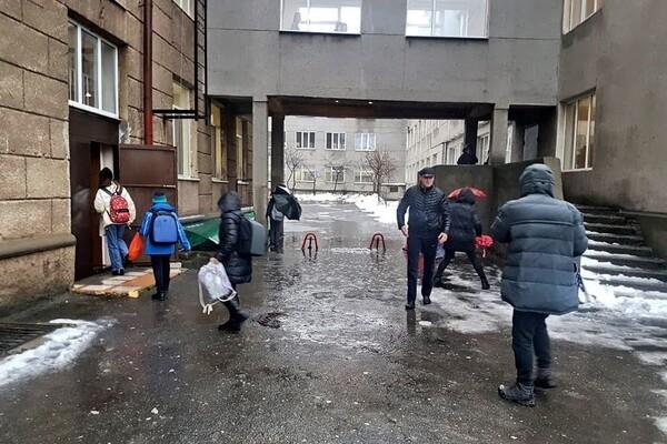 Почти как в Венеции: дождь и тающий снег затопили улицы Одессы фото 5