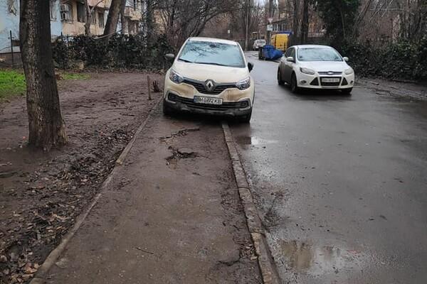 Я паркуюсь как: свежая фотоподборка наглых водителей в Одессе фото 5