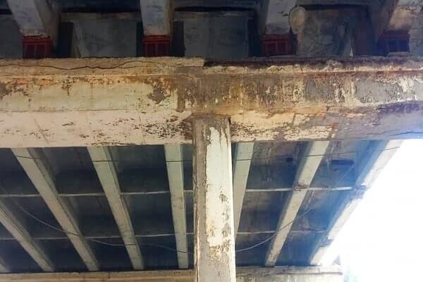 До конца года: грузовикам запретили ездить по аварийному мосту в Одессе фото