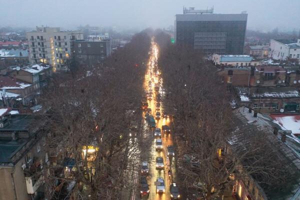 Пробки из-за перекрытой дороги: в центре Одессы невозможно проехать фото 3