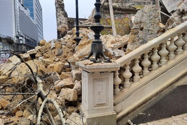 На Деволановском спуске рухнуло старинное здание: там жили люди (обновлено) фото 1
