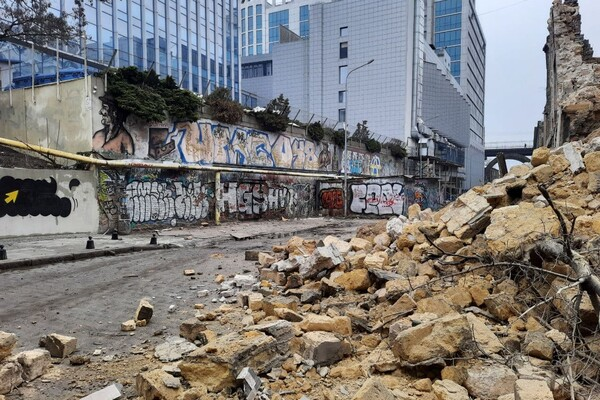 На Деволановском спуске рухнуло старинное здание: там жили люди (обновлено) фото 2