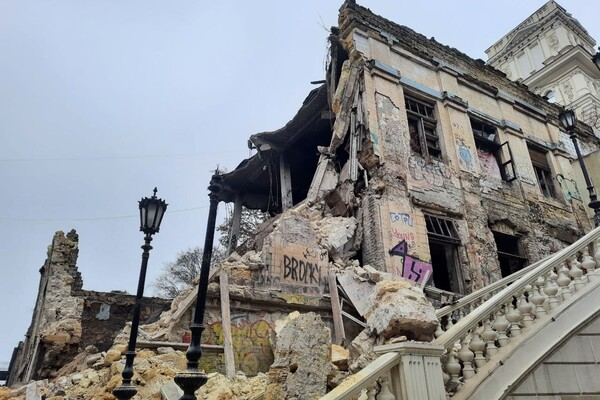 На Деволановском спуске рухнуло старинное здание: там жили люди (обновлено) фото 3