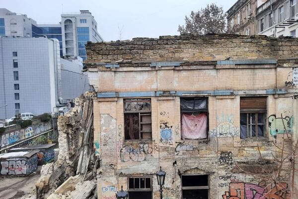 На Деволановском спуске рухнуло старинное здание: там жили люди (обновлено) фото 4
