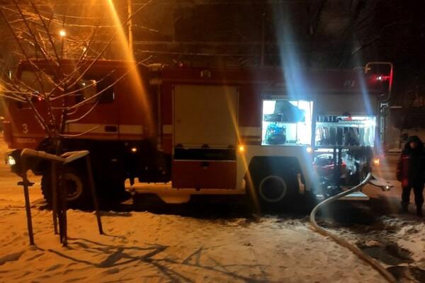 Грелась у электрообогревателя: на пожаре в центре Одессы погибла женщина фото