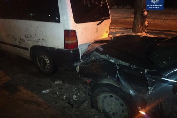 Шел на обгон: в Одессе пьяный водитель разбил семь авто фото 1