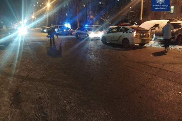 Шел на обгон: в Одессе пьяный водитель разбил семь авто фото 3