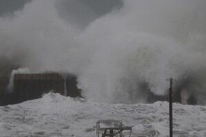 Полюбуйся стихией: на побережье Одессы обрушился сильный шторм  фото
