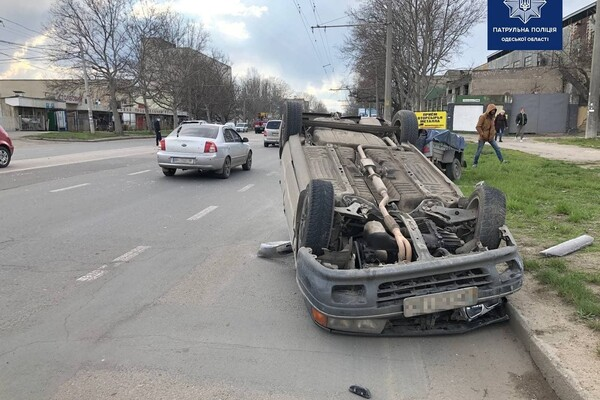 На Столбовой произошло ДТП с перевертышем: момент аварии попал на видео фото 1