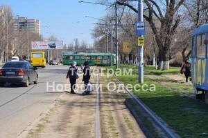 В Одессе трамвай вылетел на проезжую часть: видео момента ДТП (обновлено) фото 1