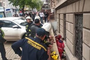 """""""Героиня дня"""": в центре Одессы женщина сбила парковщика фото"""
