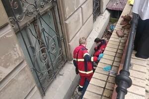 """""""Героиня дня"""": в центре Одессы женщина сбила парковщика фото 1"""