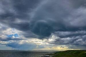 С радугой и молниями: над Одессой заметили штормовое небо фото 1