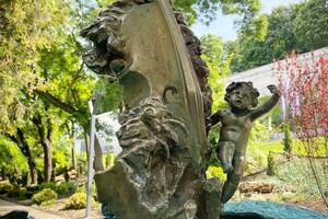 Вперед за новыми фото: в Греческом парке установили две скульптуры фото